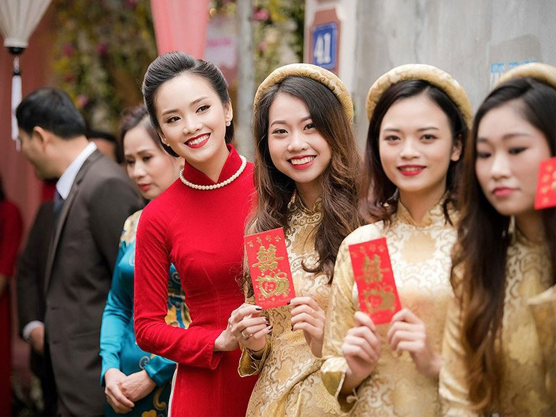 Tặng bao lì xì cám ơn các phù dâu đã giúp đỡ cô dâu trong ngày cưới