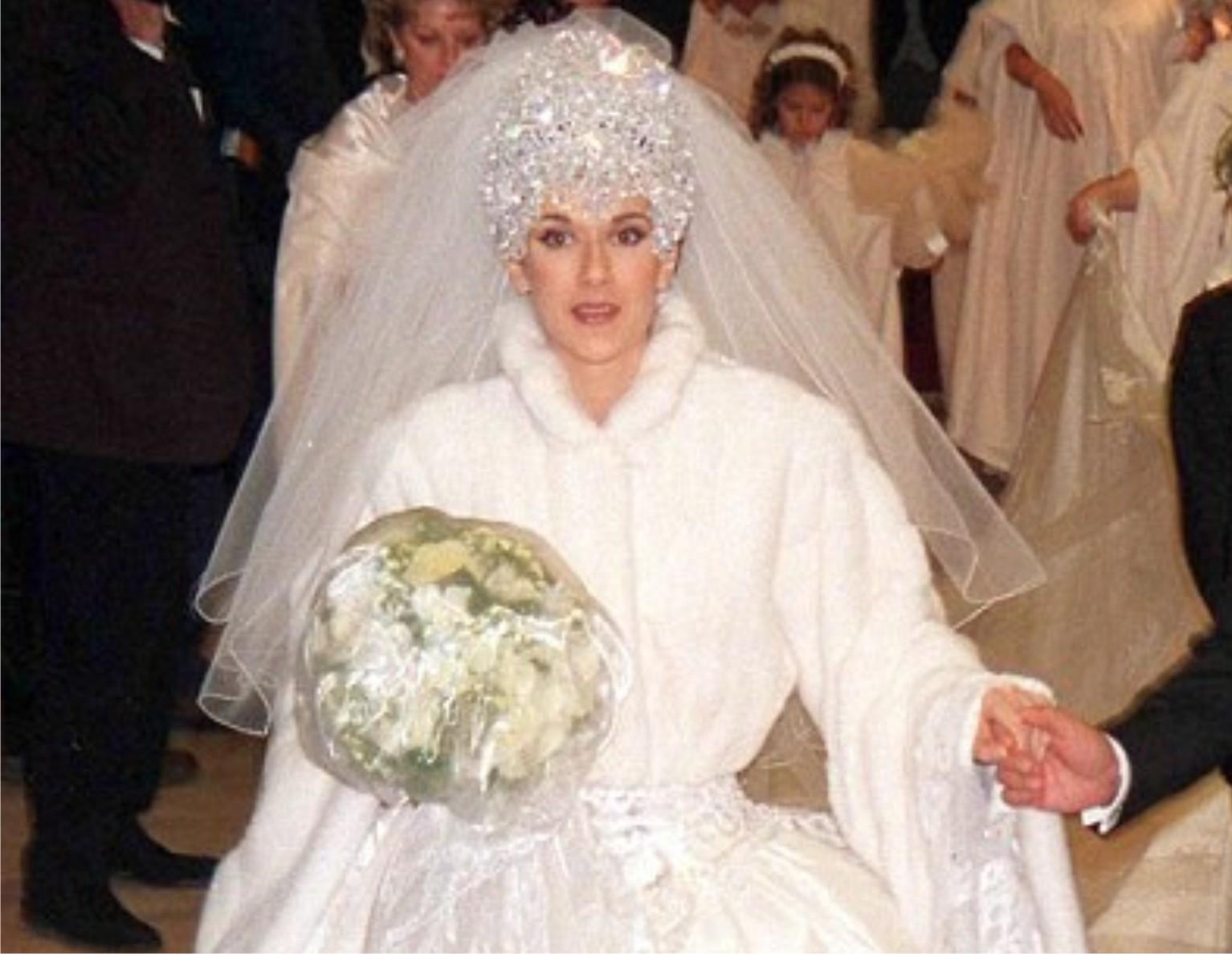 Váy cưới xấu xí