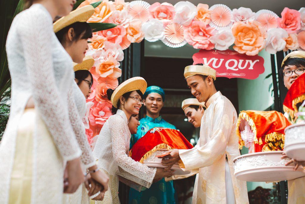 Nam Tả Nữ Hữu khi trao tráp đám cưới