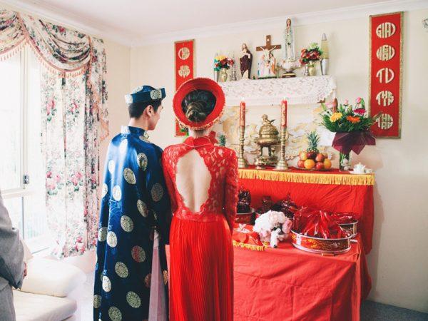 Lễ gia tiên nhà gái có thêm bàn mầm quả đặt thấp hơn bàn thờ gia tiên