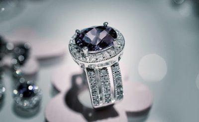 nhẫn cưới đính đá quý