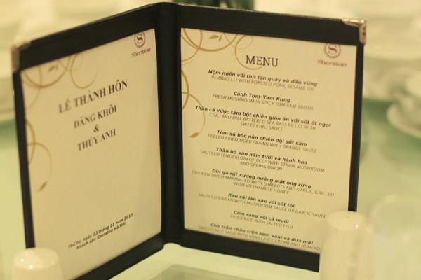 Thực đơn để bàn nhà hàng tiệc cưới lưu trữ tất cả các thông tin về món ăn