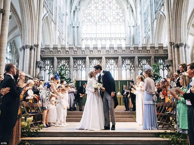 hôn lễ nhà thờ