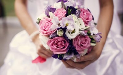 đóa hoa cưới cầm tay